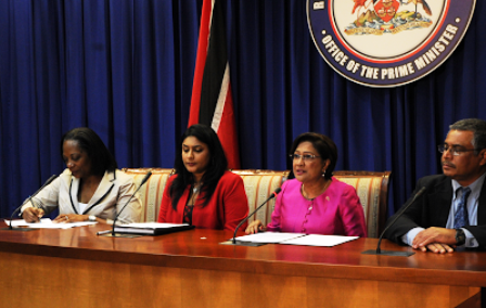 In photo: Alison Bethel Mc Kenzie, Executive Director of the International Press Institute, Kiran Maharaj, President of the Trinidad & Tobago Publishers and Broadcasters Association, Prime Minister Kamla Persad-Bissessar and Wesley Gibbings, President of the Association of Caribbean Media Workers