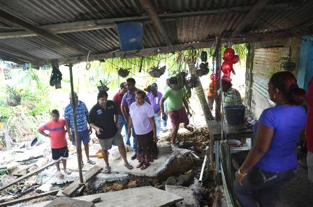 Moonilal helps Priam Trace residents5
